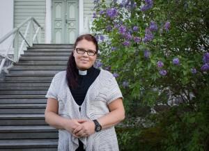 Kuva kirkkoherra Leena Haakanasta.