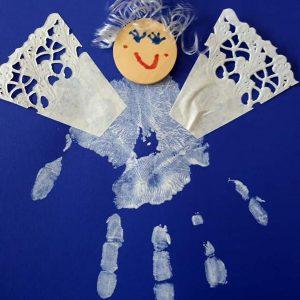 Kuva askarrellusta enkelistä.